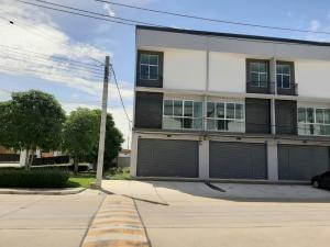 For RentShophouseBangbuathong, Sainoi : 3-storey commercial building for rent, corner room, Baan Pruksa project Enter Soi Kantana 500 m. Near a large community Both left and right, more than 800 roofs