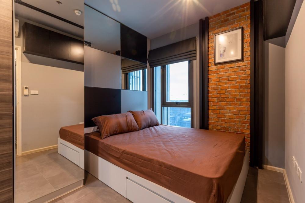ขายคอนโดรัชดา ห้วยขวาง : NC-S165For sell Condo Centric Huai Khwang Station(MRT  Huai Khwang station)- Size 27 sqm.- 1 Bedroom 1 Bathroom- 12 th floor- Furnished- Appliances in the roomPrice 4,000,000 Baht.Facilitiesu- Lobby- The library's second floor- A large communal swimm