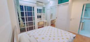 For SaleCondoRatchadapisek, Huaikwang, Suttisan : Urgent sale, Johnny Tower Condo (Johnny Tower), near MRT Huai Khwang, south, in front of the room, not next to anyone (parking, swimming, free fitness).