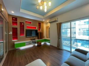 For RentTownhouseLadprao 48, Chokchai 4, Ladprao 71 : For rent! Townhome, Ladprao zone, next to the CDC express, only 30,000 (095-9295613)