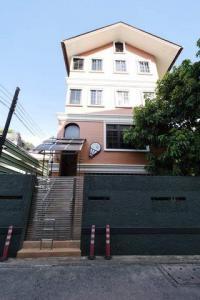 For RentOfficeAri,Anusaowaree : Office for rent, 3 floors, 150 sq m., Phaholyothin Soi 4, near BTS Ari