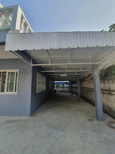 For RentHouseRatchadapisek, Huaikwang, Suttisan : 4 bedroom house for rent at Ratchada-Suthisan Road, near MRT Sutthisan, access to Soi Ratchada 20, Soi Ladprao 48, near The Street Ratchada. Esplanas Ratchada Central Rama 9