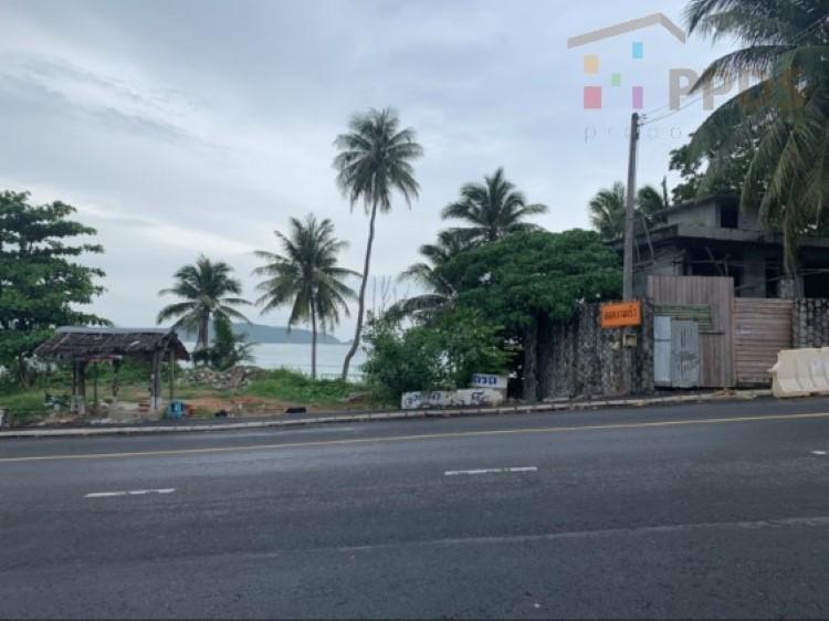 For SaleHousePhuket, Patong : Land for sale by the sea With four houses Kamala-Patong Road Phuket