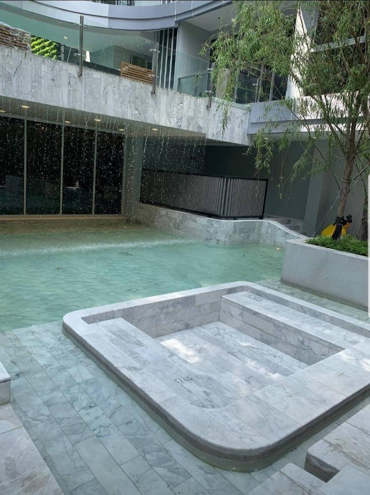 For SaleCondoSukhumvit, Asoke, Thonglor : Urgent Hot price .. !! Very good price Q Prasanmit 2 bedrooms 64.4sq.m., only 8.2xmb. Call 0957615782.