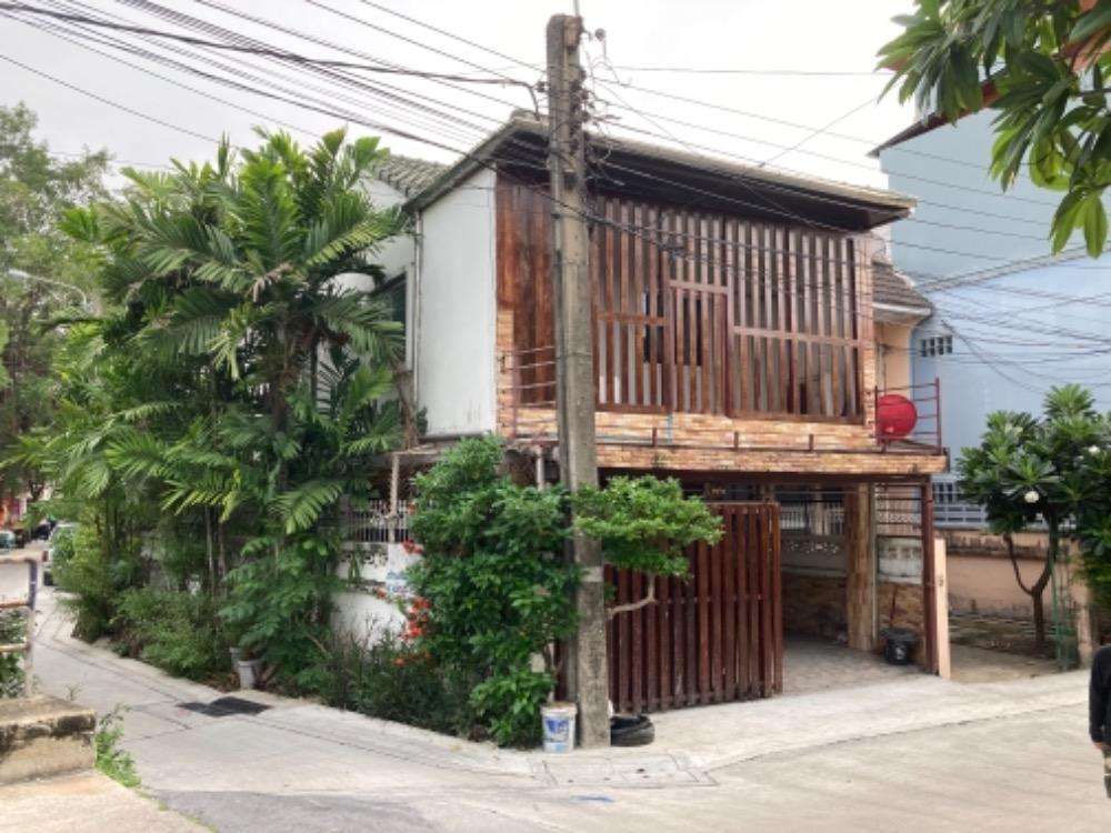 For SaleTownhouseLadprao, Central Ladprao : Urgent sale‼ ️ 2-storey townhouse, behind the corner of Ladprao 18, Vibhavadi 20, next to BTS, MRT.