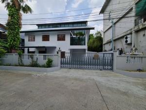 For RentHouseLadprao 48, Chokchai 4, Ladprao 71 : 2 storey house for rent in Chokchai 4 district. Suitable for home office near Nak Niwat Ladprao Wang Hin along the express