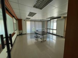 For RentShophouseRatchadapisek, Huaikwang, Suttisan : Office for rent Ratchada - Meng Chai - Pracha Uthit 4 floors, a lot of usable space. Suitable for office, convenient transportation (095-929-5613)