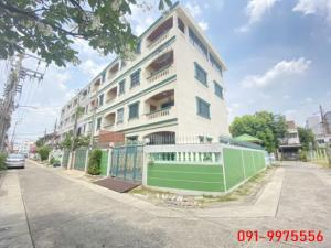 For SaleTownhouseRatchadapisek, Huaikwang, Suttisan : 4-storey townhome for sale, behind the corner of Sutthisan, area of 32 sq m, beautifully decorated, ready to be near MRT Sutthisan, only 1 km.