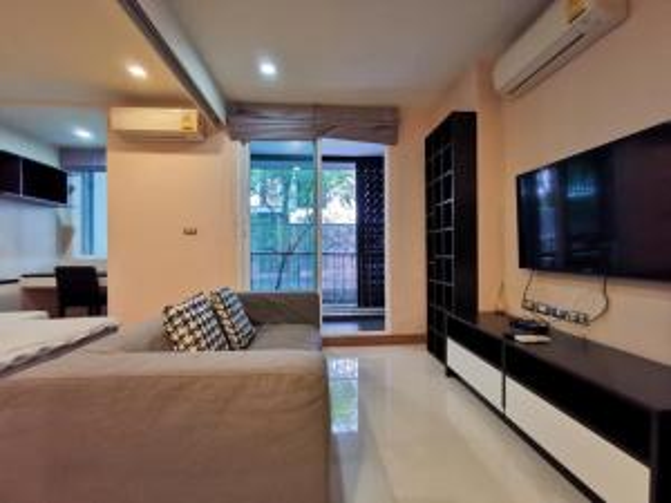 For RentCondoSukhumvit, Asoke, Thonglor : 2811-A😊 For RENT 1 bedroom for rent 🚄 near BTS Ekkamai 🏢 Tree Condo Ekamai Tree Condo Ekamai 🔔 Area: 40.00 sq.m. 💲 Rent: 15,000 ฿ 📞O86-454O477, O99-5919653✅LineID: @ sureresidence