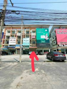 For SaleShophousePattaya, Bangsaen, Chonburi : 4-storey commercial building for sale in front of the village, COCO Park, next to Sukhumvit Road, to Pattaya.