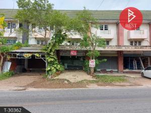 For SaleShophouseSamut Songkhram : 3-storey commercial building for sale, 24.0 square meters, Laem Yai, Samut Songkhram, good location, next to the road.