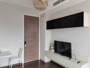 For RentCondoRama9, RCA, Petchaburi : Q Asoke For Rent !! 15,000 Baht. Studio 30 sqm, High floor and fully furnished.