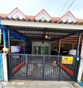 For SaleTownhouseNakhon Pathom, Phutthamonthon, Salaya : 2 storey townhouse for sale, Prinya Chat Village 2, Phutthamonthon Sai 4, next to the road, convenient to park, many cars