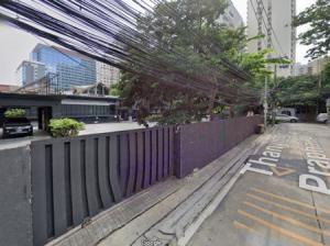 For RentLandSukhumvit, Asoke, Thonglor : Land for rent on Sukhumvit 26 2 rai 5 square wa, just 450 meters away from Sukhumvit Road, suitable for business office.