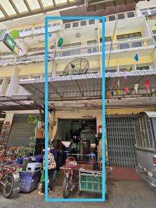 For RentShophousePha Nakorn, Yaowarat : BH901 Commercial building for rent, 4 floors, 5 bedrooms, 3 bathrooms, next to Tha Tian market. Near Sanam Chai BTS station Opposite Phra Prang, Wat Arun Temple