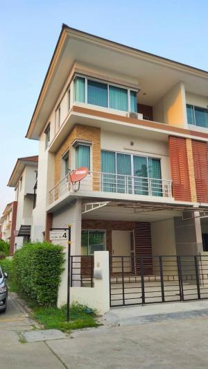 For RentHouseRama9, RCA, Petchaburi : Urgent rental !! Private Ville Rama 9, Hua Mak, corner decorated, ready to move in, size 25.4 square meters, 3 bedrooms, 3 bathrooms, usable area 255 sq m.