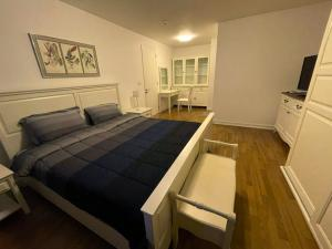 For RentCondoSukhumvit, Asoke, Thonglor : Condo for rent, The Clover Thonglor, the owner can talk to me. The room is still available.