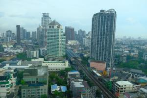 For RentCondoOnnut, Udomsuk : Agent post Condo for rent Life 65, next to the main road, near BTS Phra Khanong 150 meters.