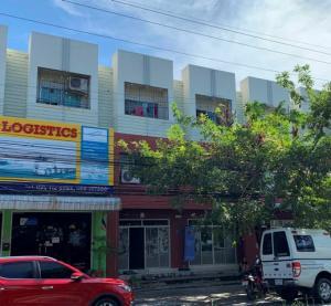 For RentShophousePattaya, Bangsaen, Chonburi : Commercial building for rent, 2 booths (through adjacent), 3 floors, Four Corners market, Laem Chabang, Chonburi, 150 meters away from Sukhumvit Road.