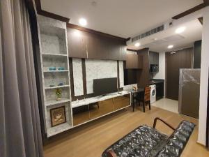 เช่าคอนโดสยาม จุฬา สามย่าน : เช่าด่วน  ห้องใหม่ชั้นสูง Ashton chula-silom 1 ห้องนอน วิวสวนลุม แต่งสวย20,000 บาท /ด เครื่องใช้ไฟฟ้าครบ  นัดดูห้องได้ทุกวัน  mrt สามย่าน ติดม.จุฬา  0626562896 เรย์ เซลล์ประจำโครงการ