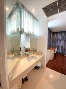 For RentCondoSathorn, Narathiwat : Condo for rent Chatrium Soi Charoenkrung 70 Wat Phraya Krai Bang Kho Laem 3 bedrooms with cheap.