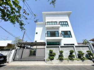 ขายบ้านโชคชัย4 ลาดพร้าว71 : ขาย บ้านเดี่ยว 11.99 ล้าน บ้านเดี่ยว ซอยโชคชัย 4 ซอย 51 370 ตรม. 54 ตร.วา บ้านใหม่ พร้อมอยู่