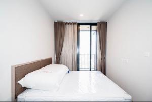 For RentCondoSukhumvit, Asoke, Thonglor : POJ 234 New condo for rent, Oka Haus, Sukhumvit 36, near Maleenont Building, Rama 4. The room is fully furnished.