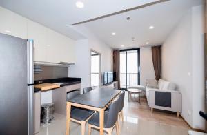 For RentCondoSukhumvit, Asoke, Thonglor : POJ 235 New condo for rent, Oka Haus, Sukhumvit 36, near Maleenont Building, Rama 4 The room is fully furnished.