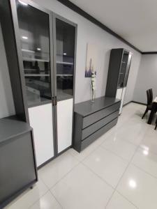 For SaleCondoSukhumvit, Asoke, Thonglor : Condo for sale: Supalai Place Condominium, Soi Sukhumvit 39, Khlong Tan Nuea, Wattana, 3 bedrooms available, cheap.