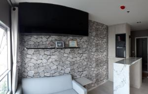 For SaleCondoBang Sue, Wong Sawang : Fully furnished condo 45 sq m, corner unit, 20th floor, north, beautiful decoration, free furniture + electrical appliances (One bag can move in) Price excluding transfer fee 4.45 million baht attached to the purple line, next to the big office, Bangkok l