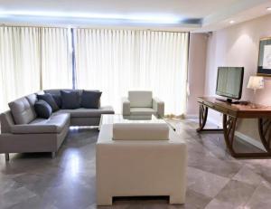For RentCondoWitthayu,Ploenchit  ,Langsuan : 3012-A😊 For RENT 4 bedrooms for rent 🚄 near BTS Chidlom 🏢 Somkid Garden Somkid Gardens Condo🔔 Area: 250.00 sq.m. 💲 Rent: 120,000 ฿ 📞O88-7984117, O65-9423251✅LineID: @ sureresidence
