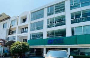 For RentShophouseSukhumvit, Asoke, Thonglor : For rent, commercial building, Sukhumvit 39 (Soi Phobmit), free wave, renovate 2 months