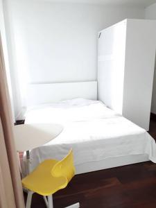 For RentCondoWongwianyai, Charoennakor : FOR RENT IDEO CONDO SATHORN - TAKSIN  (Near BTS Krung Thon Buri)size 24 sq.m Contact Mobile & Line id : 095-609-9165