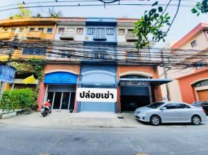 For RentShophouseKasetsart, Ratchayothin : Renting a commercial building, BTS Phahon Yothin 24, community area, can do a variety of businesses, cafes, restaurants