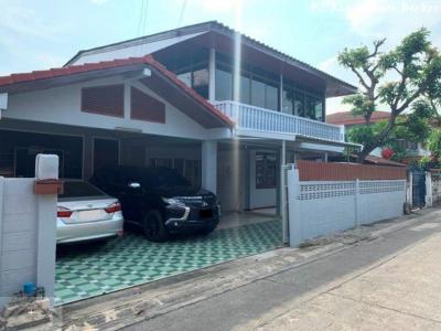 For RentTownhouseRatchadapisek, Huaikwang, Suttisan : ให้เช่าบ้านเดี่ยว 2 ชั้น 60 ตรว. ย่านสุทธิสาร ซอย 20 มิถุนา รีโนเวทใหม่ ใกล้ MRT สุทธิสาร