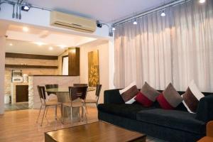 For RentHousePattaya, Bangsaen, Chonburi : LBH0042 Beautiful house on Jomtien Beach Pattaya, less than 5 minutes walk to the beach