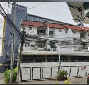 For RentTownhouseSukhumvit, Asoke, Thonglor : Townhome for rent, Soi Ekkamai 28, has 4 bedrooms, 5 bathrooms, area 80 sqm, near BTS Ekkamai.