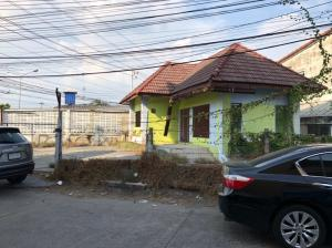 For RentRetailChengwatana, Muangthong : 65 square wah of land for rent with buildings On Tiwanon Road near 5 Pak Kret Intersection