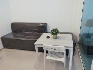 For RentCondoSamrong, Samut Prakan : Condo for rent, Aspire Erawan, Aspire Erawan next to bts, size 30 sqm., Pool view.