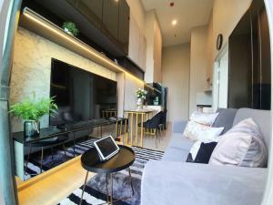 เช่าคอนโดรัชดา ห้วยขวาง : Rent/เช่า Condo Noble Revolve Ratchada 1 (โนเบิล รีวอลฟ์ รัชดา 1) เพดานสูง 4 เมตร ตกแต่งสวยครบ พร้อมอยู่ค่ะ