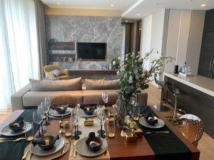 For RentCondoSilom, Saladaeng, Bangrak : Saladaeng One 2 Bedrooms. For rent