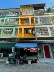 For SaleShophouseOnnut, Udomsuk : BS688 4-storey commercial building for sale, Soi Sukhumvit 95/1, near BTS Bang Chak, suitable for investment.