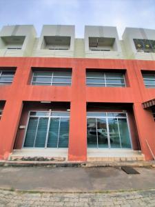 For RentShophousePattaya, Bangsaen, Chonburi : (For rent) Laem Chabang commercial building. Commercial or residential location