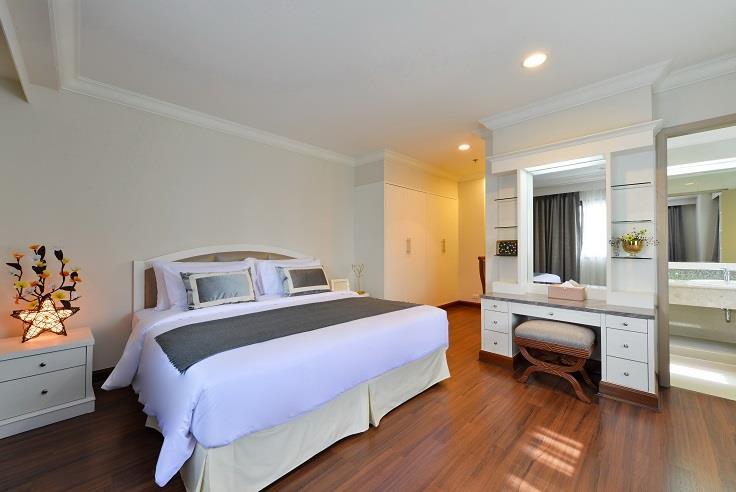For RentCondoSukhumvit, Asoke, Thonglor : 3118-A😊 For RENT 3 bedroom for rent 🚄 Near MRT Sukhumvit 🏢 GP Grand Tower GP Grande Tower🔔 Area: 180.00 sq.m. 💲 Rent: 75,000 ฿ 📞O88-7984117, O65-9423251✅LineID: @sureresidence