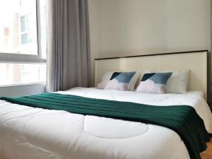 เช่าคอนโดรัชดา ห้วยขวาง : ให้เช่าห้องใหม่ ไอวี่ รัชดา ติด MRT สุทธิสาร 100ม. ห้องสวย เฟอร์ครบ มีเครื่องซักผ้า  35 ตรม. ชั้น 2  10,500 บาท