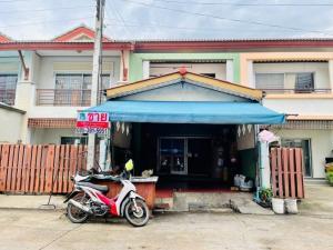 For SaleTownhouseRangsit, Patumtani : Townhouse for sale Laemthong Extra, next to agricultural garden, opposite Nava Nakorn Industrial Estate. On Phaholyothin Road