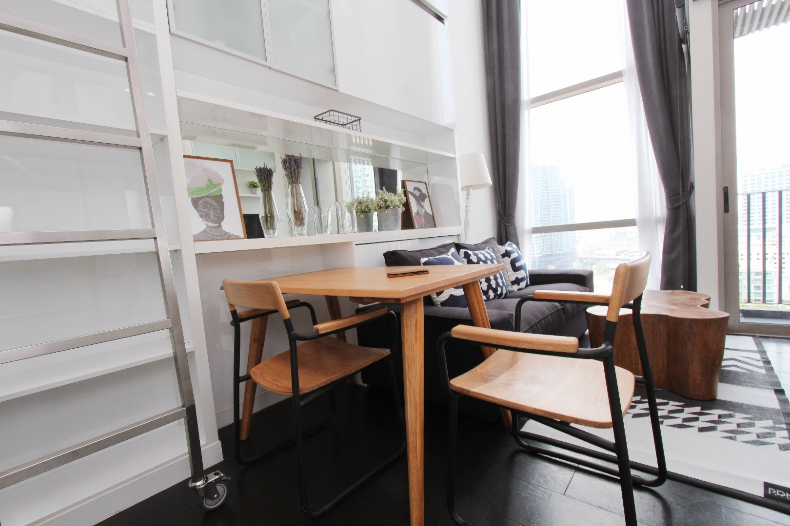 For RentCondoSukhumvit, Asoke, Thonglor : Pet Friendly Unit for rent at Sukhumvit 38 Morph38 Unit For Rent at Morph38 Unit Type: 1 Bedroom Duplex Unit Size: 35 Sq.m Floor: 10th floor with moon roof please see the view from the photos.