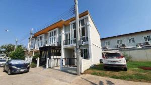 For SaleHouseYothinpattana,CDC : ✨ Golden Town Ramintra-Khubon installment house No credit to buy ✨