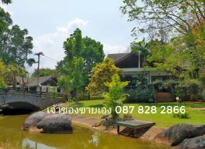 For SaleHouseKorat KhaoYai Pak Chong : Villa for sale in Khao Yai, next to the water on Thanarat Road
