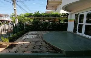 For RentHouseRangsit, Patumtani : Twin house for rent, Supalai Thani Village, Lam Luk Ka Road, 3 bedrooms, 2 bathrooms, 35 sq m, only 9500 baht